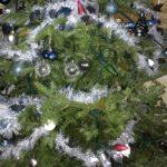 2018年イケアの生木クリスマスツリーは根元をカット。水揚げにノコギリは必需品